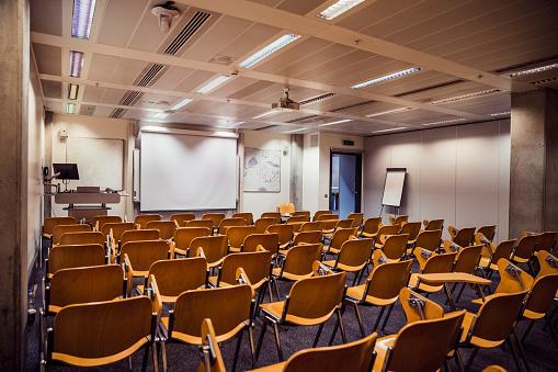 Projection Screen「Empty Seminar Room」:スマホ壁紙(14)