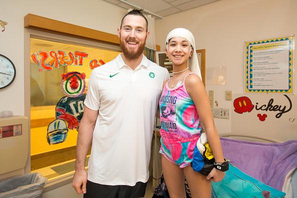 Scott Eisen「Celtics Player Aron Baynes Visits Patients At Boston Children's Hospital」:写真・画像(9)[壁紙.com]