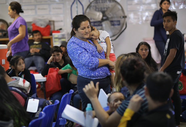 Waiting「Number Of Immigrant Asylum Seekers Surges In Texas' Rio Grande Valley」:写真・画像(8)[壁紙.com]