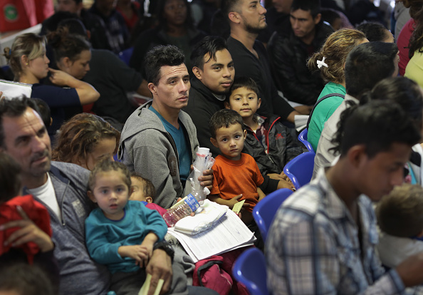 Waiting「Number Of Immigrant Asylum Seekers Surges In Texas' Rio Grande Valley」:写真・画像(9)[壁紙.com]