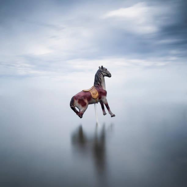 Carousel horse in a lake:スマホ壁紙(壁紙.com)