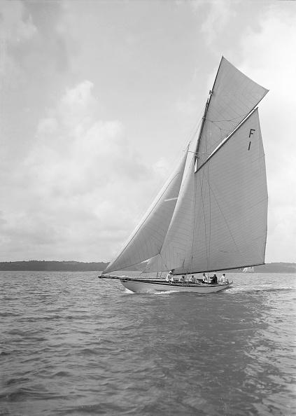 Cutting「The International 10 Metre Class Irex (F1) Sailing Close-Hauled」:写真・画像(3)[壁紙.com]