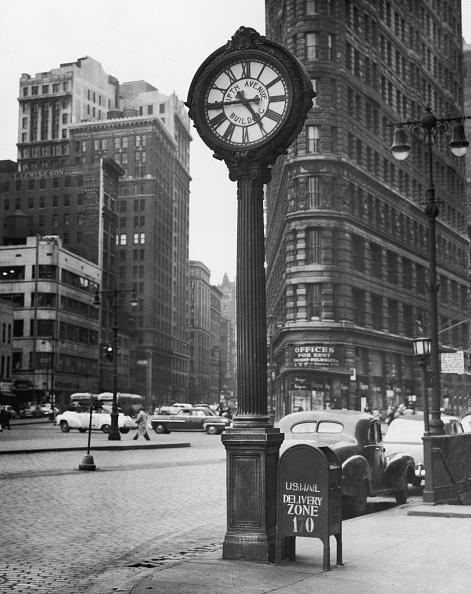 1950-1959「Flatiron Bldg. & clock on 5th Ave」:写真・画像(9)[壁紙.com]