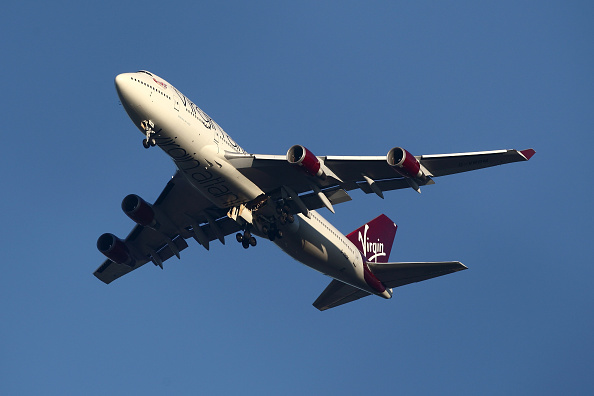 飛行機「Virgin Atlantic Plane Circles Over Gatwick Airport」:写真・画像(3)[壁紙.com]