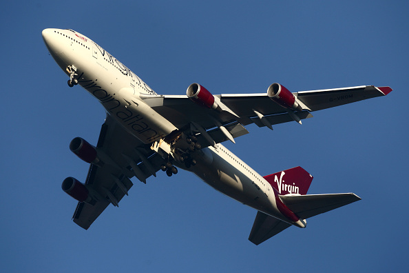 Air Vehicle「Virgin Atlantic Plane Circles Over Gatwick Airport」:写真・画像(11)[壁紙.com]