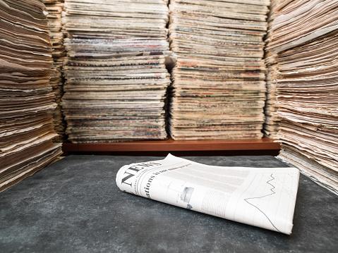 サイバー「大量の文書、書籍やライブラリでの新聞」:スマホ壁紙(3)