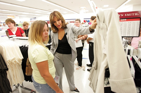 Bill Greenblatt「Jaclyn Smith Appears At St. Louis Area Kmart」:写真・画像(17)[壁紙.com]