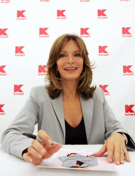 Bill Greenblatt「Jaclyn Smith Appears At St. Louis Area Kmart」:写真・画像(19)[壁紙.com]