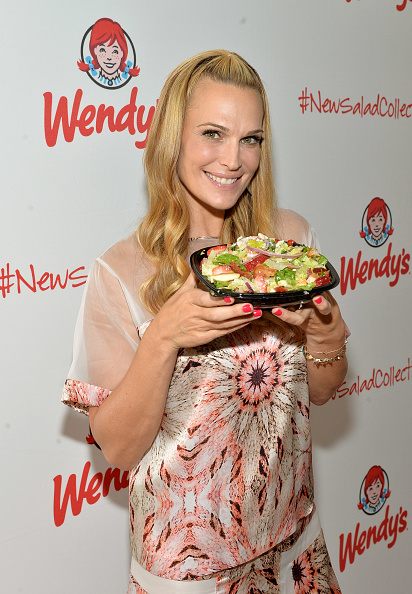 Chicken Salad「Wendy's and Style Icon Molly Sims Celebrate Summer With New Seasonal Salad」:写真・画像(0)[壁紙.com]