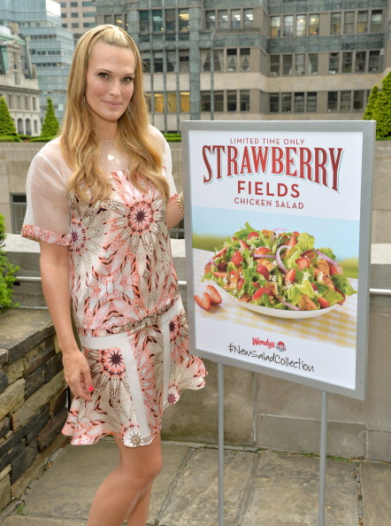 Chicken Salad「Wendy's and Style Icon Molly Sims Celebrate Summer With New Seasonal Salad」:写真・画像(18)[壁紙.com]