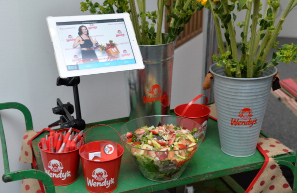 Chicken Salad「Wendy's and Style Icon Molly Sims Celebrate Summer With New Seasonal Salad」:写真・画像(8)[壁紙.com]