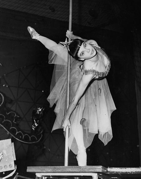 Tightrope Walking「Leslie Caron」:写真・画像(19)[壁紙.com]
