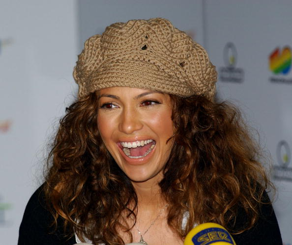"Curly Hair「Jennifer Lopez Promotes ""Maid In Manhattan"" In Spain」:写真・画像(13)[壁紙.com]"