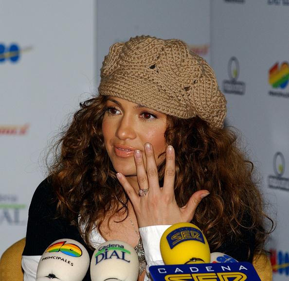 "Engagement「Jennifer Lopez Promotes ""Maid In Manhattan"" In Spain」:写真・画像(6)[壁紙.com]"