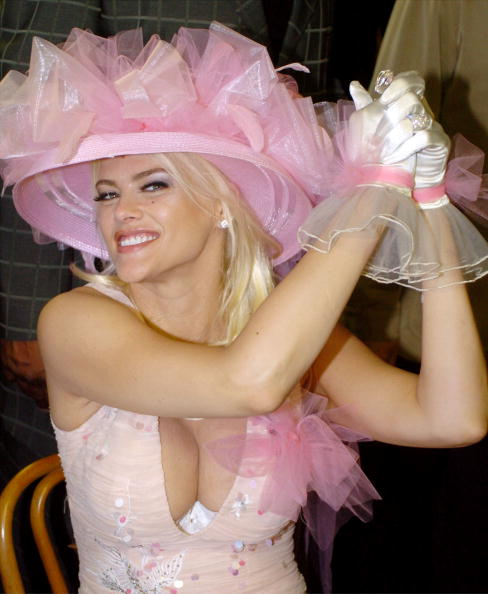 Hat「Celebs At 130th Running Of The Kentucky Derby」:写真・画像(10)[壁紙.com]