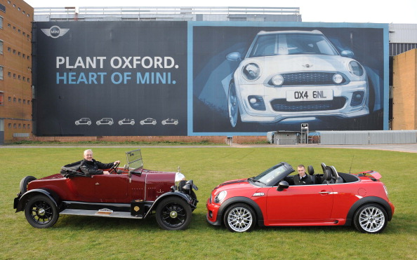 Land Vehicle「MINI Plant Leads Celebration Of 100 Years Of Car Manufacturing In Oxford」:写真・画像(0)[壁紙.com]