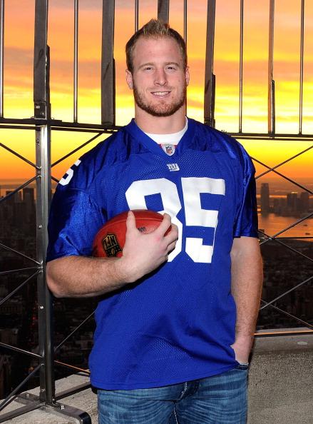 Empire State Building「Jake Ballard Lights The Empire State Building Blue In Honor Of The New York Giants Upcoming NFC Wild Card Game」:写真・画像(19)[壁紙.com]