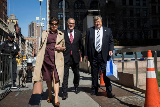 Parents Of First Lady Melania Trump, Viktor And Amalija Attend Immigration Proceedings In New York:ニュース(壁紙.com)