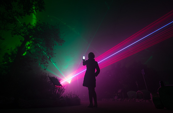 Human Interest「Laser Light Show Brings Christmas To The Eden Project」:写真・画像(16)[壁紙.com]