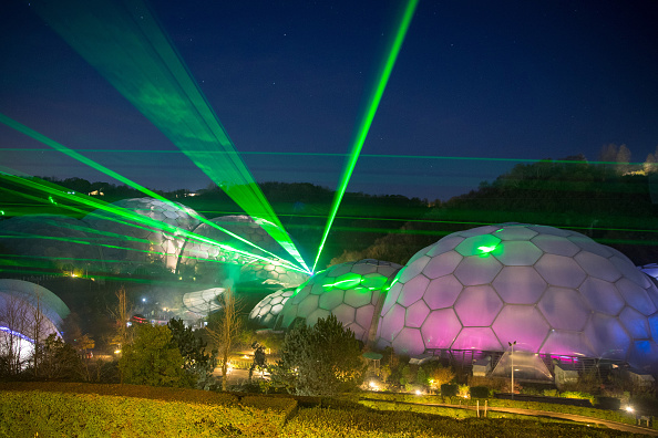 Environmental Conservation「Laser Light Show Brings Christmas To The Eden Project」:写真・画像(8)[壁紙.com]