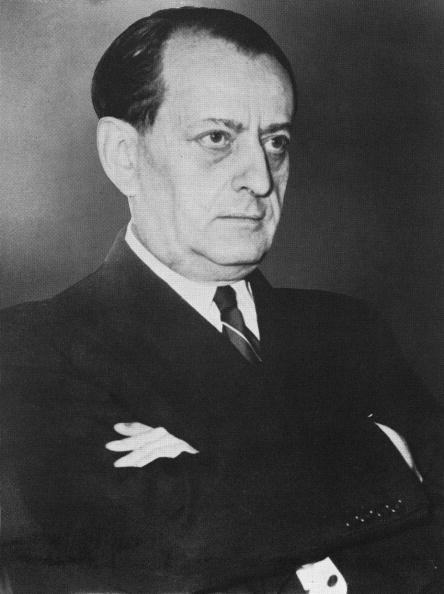 Human Arm「Portrait Of French Novelist And Statesman Andre Malraux」:写真・画像(0)[壁紙.com]