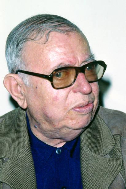 Eyewear「Jean-Paul Sartre in his Paris apartment」:写真・画像(14)[壁紙.com]
