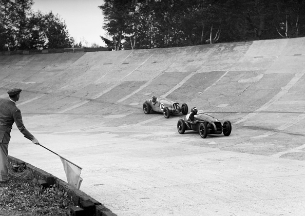 Sports Track「HC Hunter's Alta leading a Delahaye, JCC International Trophy, Brooklands, 2 August 1937」:写真・画像(11)[壁紙.com]