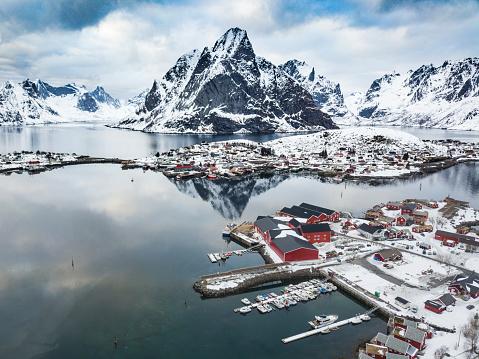 ノルウェー「レーヌ - ノルウェー北部のロフォーテン諸島湾」:スマホ壁紙(2)
