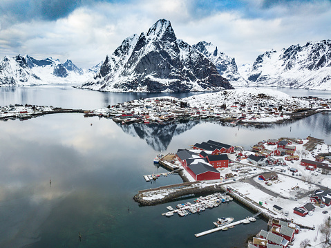 Rocky Coastline「Reine - Lofoten Islands bay in Northern Norway」:スマホ壁紙(12)