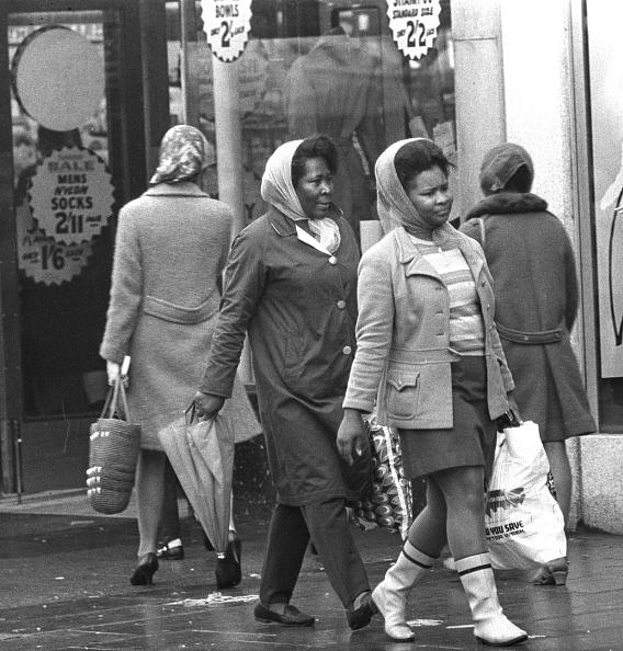 Wet「Rainy Day Shoppers」:写真・画像(16)[壁紙.com]