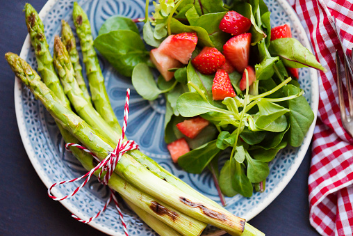 Serving Size「Grilled Asparagus with Strawberries」:スマホ壁紙(10)