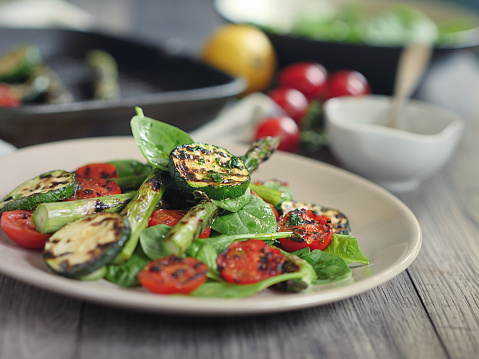 Griddle「grilled asparagus,courgette and cherry tomatoes salad」:スマホ壁紙(16)