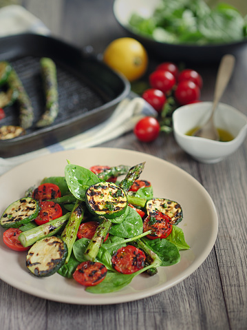 Griddle「grilled asparagus,courgette and cherry tomatoes salad」:スマホ壁紙(8)