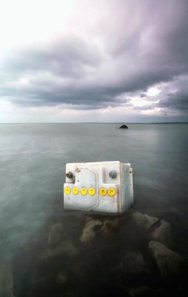 Obsolete「Rubbish Litters UK Beaches」:写真・画像(18)[壁紙.com]