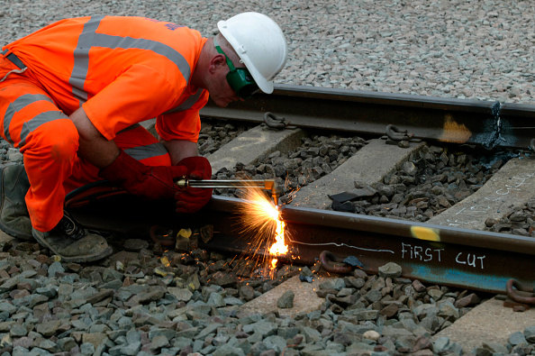 Engineering「Cutting old rail at Bourne End on Sunday 24th August 2003 as part of the West Coast Main Line upgrade.」:写真・画像(17)[壁紙.com]