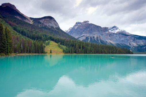 Yoho National Park「Canoe on Emerald Lake」:スマホ壁紙(9)