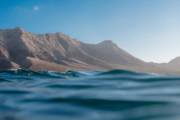 Ocean and mountains, Cofete Beach, Fuerteventura, Canary Islands, Spain:スマホ壁紙(壁紙.com)