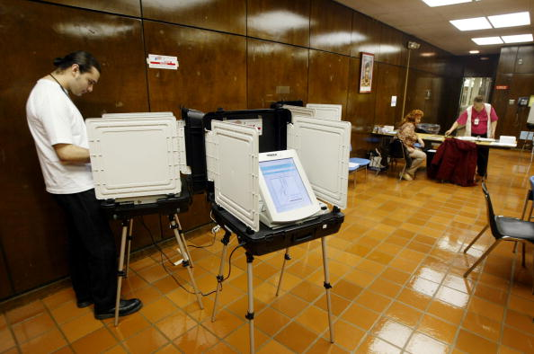 David McNew「Early Touchscreen Primary Voting Begins in California」:写真・画像(8)[壁紙.com]