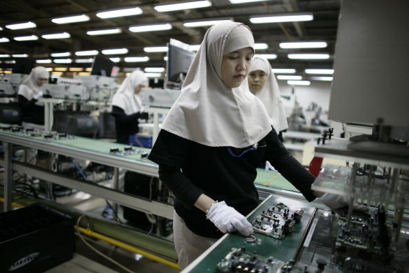 Corporate Business「Indonesian Workers Manufacture Samsung Electronics」:写真・画像(18)[壁紙.com]