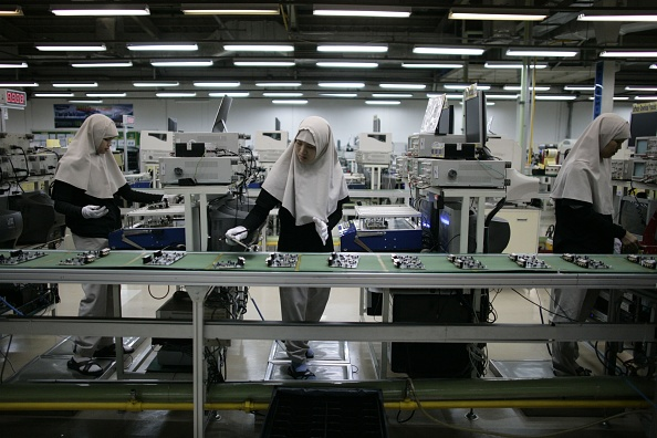Global「Indonesian Workers Manufacture Samsung Electronics」:写真・画像(6)[壁紙.com]