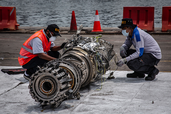 Recovery「Lion Air Flight Crashes Into Sea Off Jakarta」:写真・画像(17)[壁紙.com]