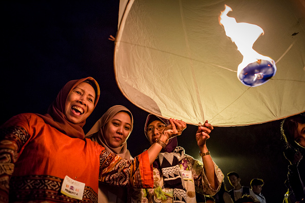 世界遺産「Indonesian Buddhists Celebrate The Birth Of Buddha」:写真・画像(9)[壁紙.com]