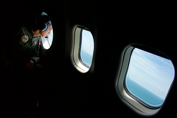 Ed Wray「Search Continues For Missing AirAsia Plane」:写真・画像(7)[壁紙.com]