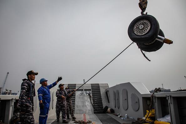 Recovery「Lion Air Flight Crashes Into Sea Off Jakarta」:写真・画像(18)[壁紙.com]