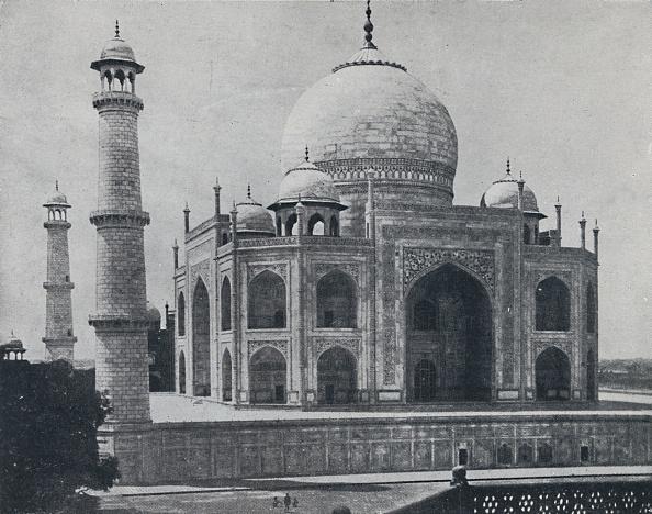 20-29 Years「The Taj Mahal」:写真・画像(1)[壁紙.com]