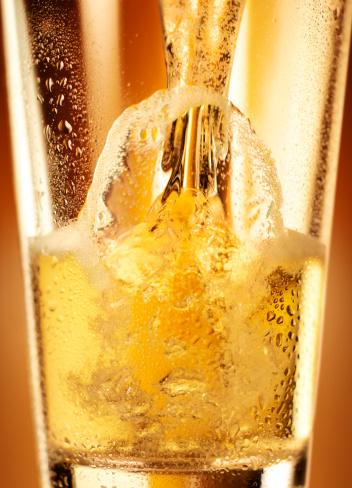 Drop「Beer Pour in Glass」:スマホ壁紙(16)