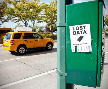 Lost「'Lost Data' sign on city street」:スマホ壁紙(13)