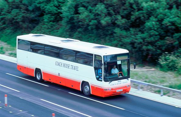 Bollard「2002 Coach on M27 motorway」:写真・画像(19)[壁紙.com]