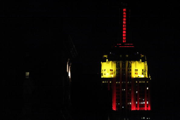 Empire State Building「Colors Of Chinese Flag Illuminate Empire State Bldg For PRC's 60th Anniv.」:写真・画像(0)[壁紙.com]