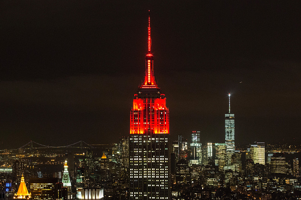 Empire State Building「Empire State Building Lights Turn Red In Honor Of World AIDS Day」:写真・画像(6)[壁紙.com]